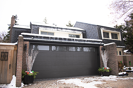 3 Tips for Decorating Your Garage Door This Holiday Season